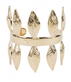 ROSEBAY CUFF SURROUNDED BY BAY LEAVES