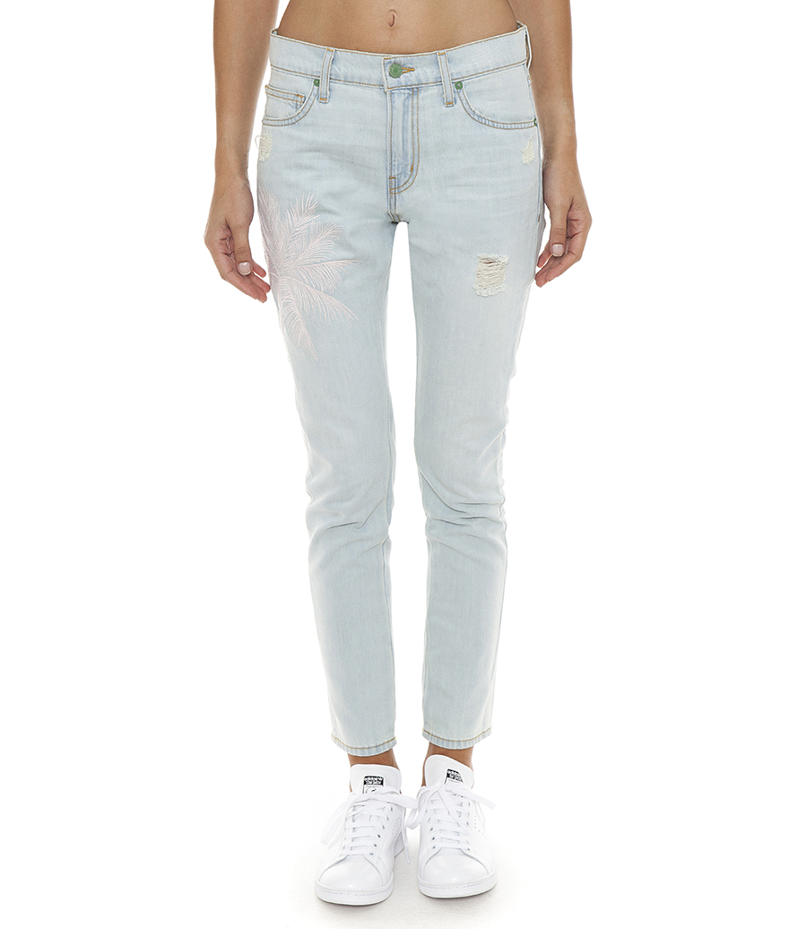 We're all familiar with the high-waisted skinny jean which is like the modern classic, but if you want a true classic fit, try out a straight leg cut with a mid-rise. We're also totally obsessed with the slouchy fit of the boyfriend jean, complete with a distressed finished, cropped length, and frayed hem.